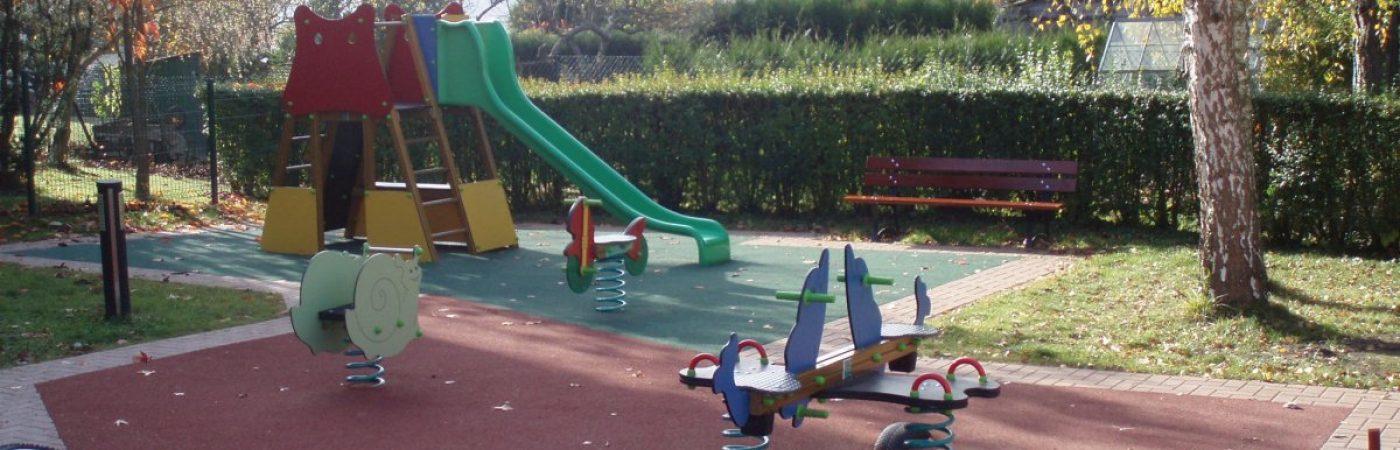 P-25282-F218006827_aire-de-jeux-du-jardin-de-l-eglise-heiligenberg.jpg